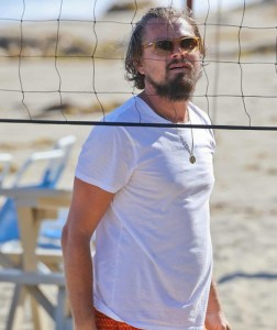 leonardo-dicaprio-beach-volley-funny