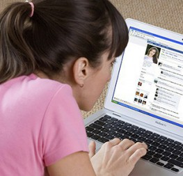 young-woman-looking-at-Facebook-620x300